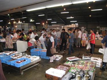 西浦鮮魚マーケット(蒲郡市)の営業時間・駐車場・アクセスは?朝5時オープンの激安お魚市場!!【PS純金ゴールド】